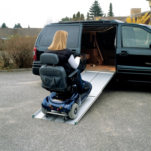 Telescopic EasyFold ramp for electric wheelchairs and mobility scooters with a wide driving surface