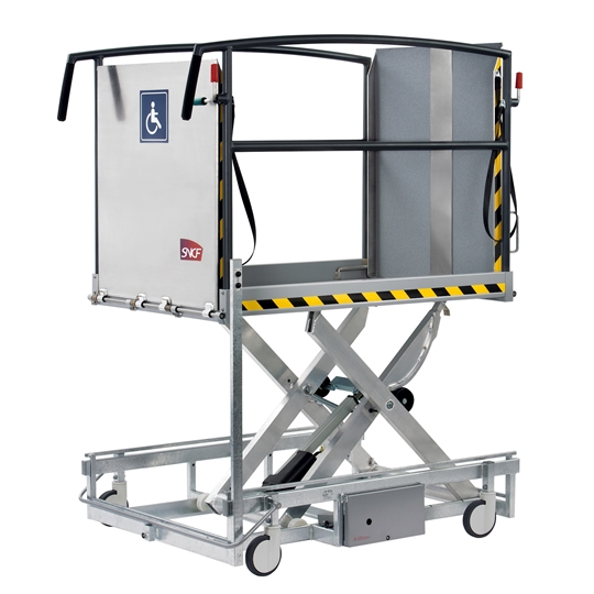 The Stepless LP11 is a mobile platform lift designed specifically to help people with reduced mobility enter and exit trains without difficulty.