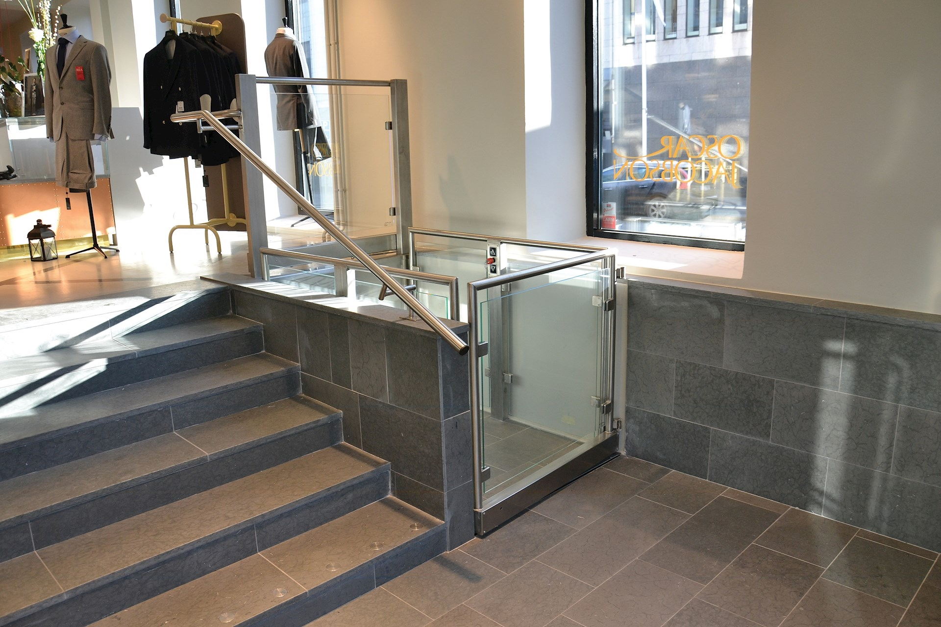 Customised platform lift with upper and lower gates