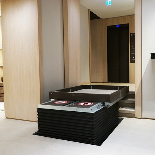 LP50H Loro Piana Shop Paris Montaigne