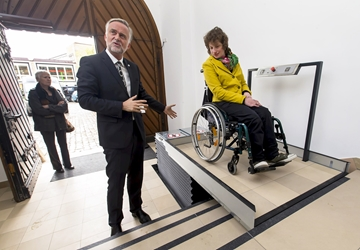 Lift enables wheelchair users to access Osnabrück registry office