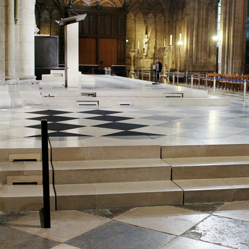 Notre dame cathedral - Stepless platform lift model E