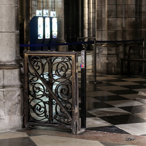 Notre Dame - Stepless platform lift model E